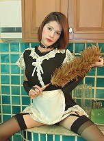 Horny tranny proves her housewife skills