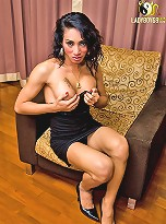 Pretty tranny Rosa shares her hot ways of seduction