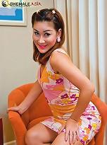 Shemale cutie Sarai strips naked for hot wank show