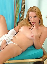 Hot tranny having a good time with her little rod