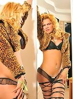 Mel Pinheiro is a naughty and sexy tranny