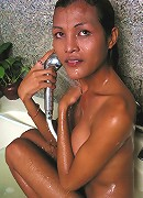 Ladyboy with super body get sensual in bubble bath