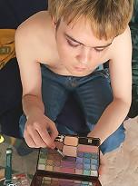 Blue-eyed lipstick boy gets hornier than ever