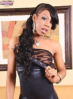 North Carolina Ebony Tranny Kimora Likes to Wear Outfits That You Can Rip Off Her if the Occasion (or cock) arises!