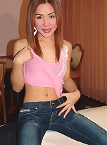 Vicki is a Cute shemale whos loves to strip and tease!