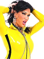 Tranny hottie Jhoany Wilker in yellow latex