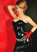 Shemale hottie in black latex and red heels