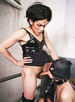 Foxi Bounds Her Slave With Chains Then Choke Fucks Him