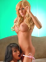 Hottie Kimber James Gets Fucked By Foxxy