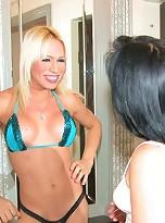 Tranny Shakira Maya fucking a chubby chick in her wet pussy