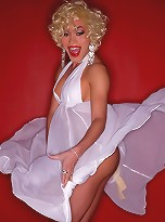 Sexy Mia Isabella Posing As Marilyn Monroe