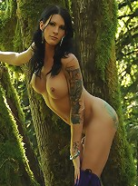 Sexy Morgan Bailey posing her irresistible body in the wild