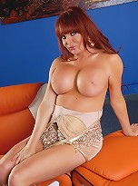 Busty redhead Wendy Williams showing her goodies