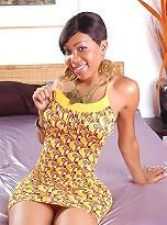 Adorable ebony shemale Sexxxy Jade posing